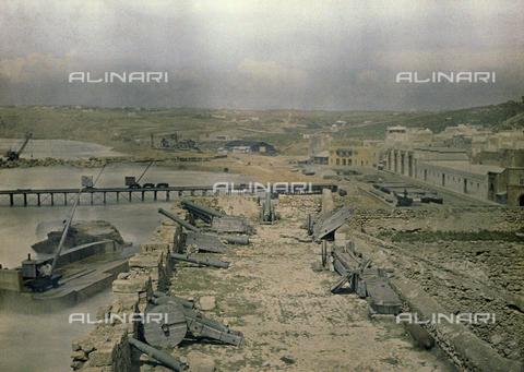 CHA-F-AU0508-0000 - Mazagan after a bombardment - Data dello scatto: 1907 - Archivi Alinari, Firenze