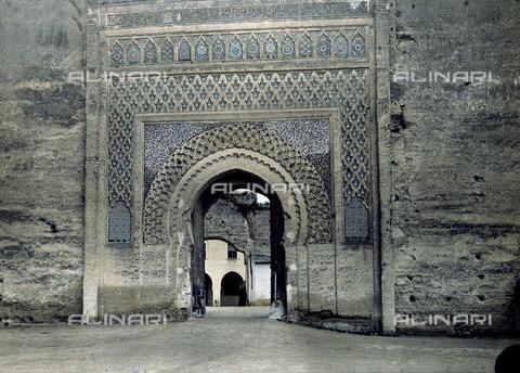 CHA-F-AU0620-0000 - An ancient city gate in Morocco - Data dello scatto: 1907 - Archivi Alinari, Firenze