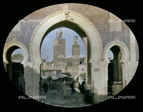 CHA-F-AU0622-0000 - The Blue Gate of Fez, in Morocco - Data dello scatto: 1907 - Archivi Alinari, Firenze