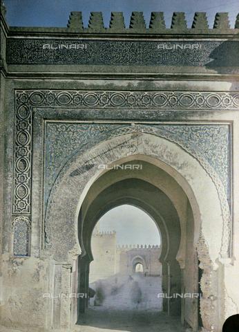 CHA-F-AU0624-0000 - A gate of Fez, in Morocco - Data dello scatto: 1907 - Archivi Alinari, Firenze