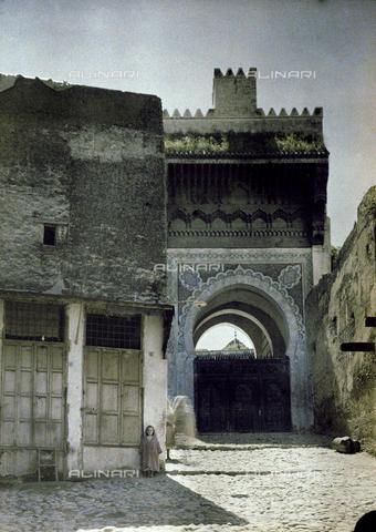 CHA-F-AU0625-0000 - A gate of Fez, in Morocco - Data dello scatto: 1907 - Archivi Alinari, Firenze