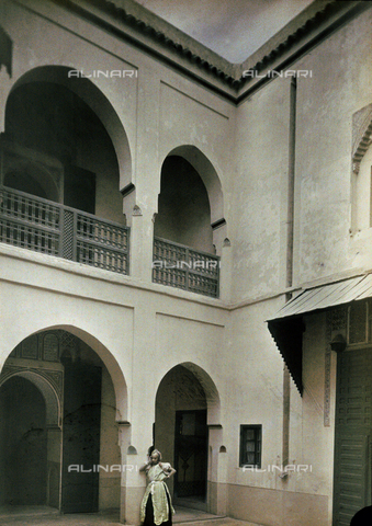CHA-F-AU0627-0000 - A hotel atrium, Marrakesh, Morocco - Data dello scatto: 1907 - Archivi Alinari, Firenze