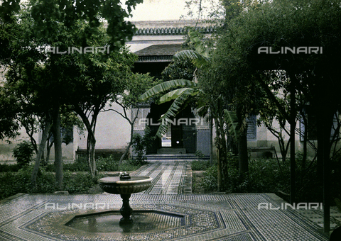 CHA-F-AU0629-0000 - A garden inside the Royal Palace in Marrakesh, Morocco - Data dello scatto: 1907 - Archivi Alinari, Firenze
