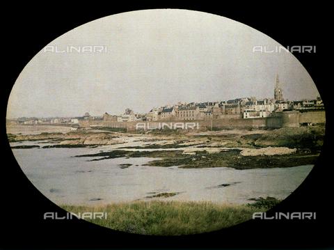 CHA-F-AU0645-0000 - The beach and city of Saint Malo - Data dello scatto: 1920-1925 ca. - Archivi Alinari, Firenze