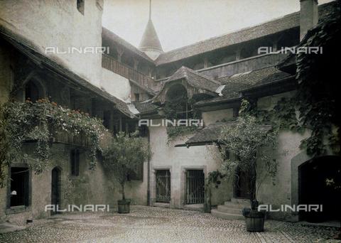 CHA-F-AU0718-0000 - Interior of Chillon Castle, near Montreax - Data dello scatto: 1910-1920 ca. - Archivi Alinari, Firenze