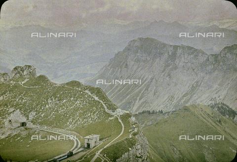 CHA-F-AU0723-0000 - The cogwheel railway on the mountains at Rochers de Naye - Data dello scatto: 1910-1920 ca. - Archivi Alinari, Firenze