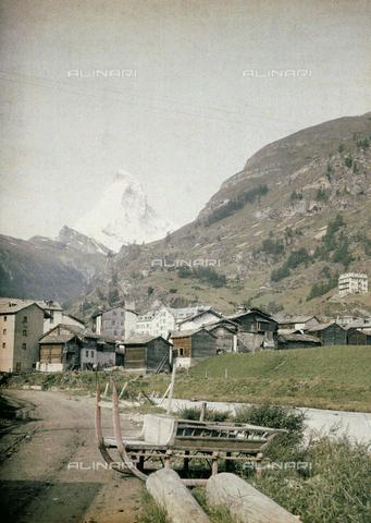CHA-F-AU0742-0000 - Village of Zermatt with the peak of Cervino in the background - Data dello scatto: 1910-1920 ca. - Archivi Alinari, Firenze