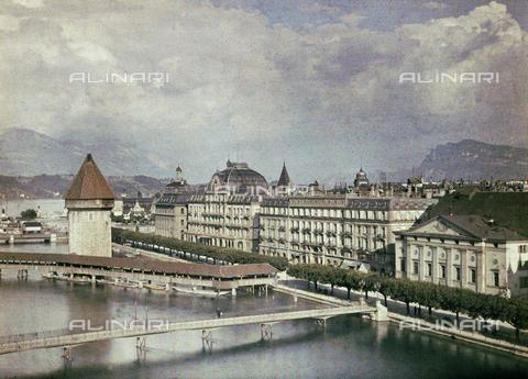 CHA-F-AU0743-0000 - Panorama of Lucerne with the old wooden bridge flanked by the Wasserturm - Data dello scatto: 1910-1920 ca. - Archivi Alinari, Firenze