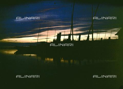 CHA-F-AU0768-0000 - Sunset at Lausanne, Switzerland - Data dello scatto: 1910-1920 ca. - Archivi Alinari, Firenze