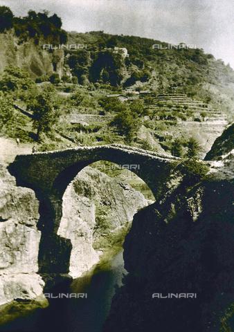 CHA-F-AU0851-0000 - Valley landscape with Devil's Bridge, France - Data dello scatto: 1920-1925 ca. - Archivi Alinari, Firenze