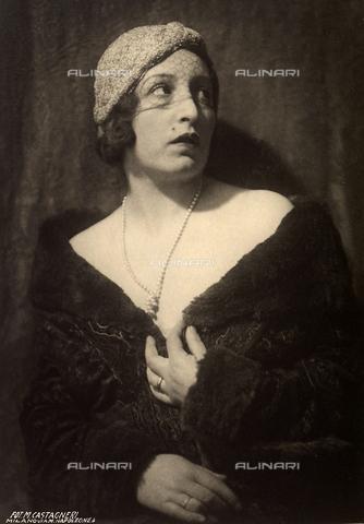 CMA-F-000953-0000 - Portrait of Vittoria Castagneri, wife of photographer Mario Castagneri - Data dello scatto: 1925 ca. - Archivi Alinari, Firenze