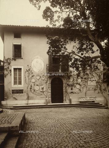 CMA-F-001015-0000 - Elegant town house in Milan - Data dello scatto: 1935 ca. - Archivi Alinari, Firenze