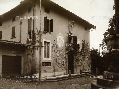 CMA-F-001018-0000 - Elegant townhouse in Milan - Data dello scatto: 1935 ca. - Archivi Alinari, Firenze