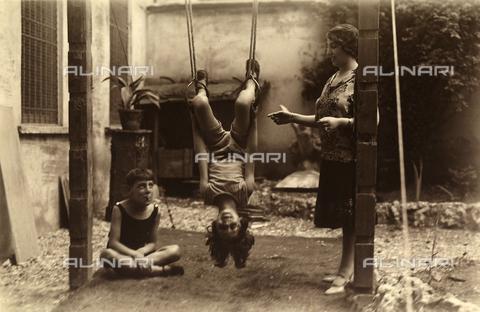 CMA-F-001312-0000 - The garden of the studio in via Passerella - Data dello scatto: 1924 - 1925 - Archivi Alinari, Firenze