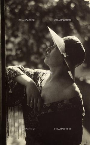 CMA-F-001317-0000 - Vittoria Castagneri, wife of the photographer Mario - Data dello scatto: 1935 ca. - Archivi Alinari, Firenze