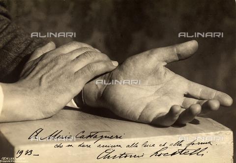 CMA-F-001593-0000 - Study of the hands of Antonio Locatelli with dedication - Data dello scatto: 1933 - Archivi Alinari, Firenze