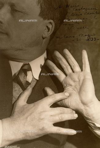 CMA-F-001602-0000 - Study of hands with dedication - Data dello scatto: 1933 - Archivi Alinari, Firenze