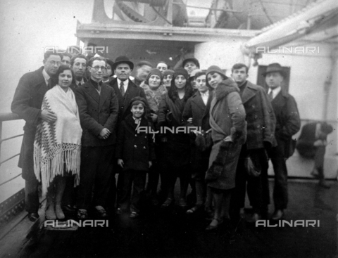 CRA-F-000028-0000 - Portrait of a large group of emigrants embarked on a ship. At the center of the group is Raffaello Camerini still a child - Date of photography: 1927 - Alinari Archives-Camerini archive, Florence