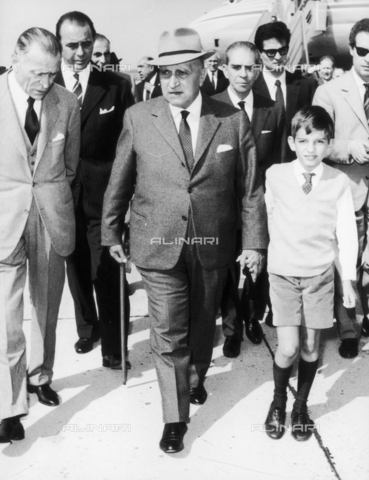 DAA-F-000128-0000 - Il ministro Attilio Piccioni al suo ritorno a Roma da New York - Data dello scatto: fine anni '50 - Dufoto / Archivi Alinari