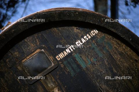 DAL-F-000702-0000 - Particolare di una botte in legno per il vino Chianti Classico. - Data dello scatto: 1987 - Archivi Alinari, Firenze