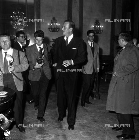 DAP-S-000570-0081 - John Wayne ad una conferenza stampa - Data dello scatto: anni '50 - Istituto Luce/Gestione Archivi Alinari, Firenze