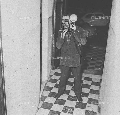 DIL-S-00096D-0008 - Un paparazzo - Data dello scatto: 1960 ca. - Istituto Luce/Gestione Archivi Alinari, Firenze
