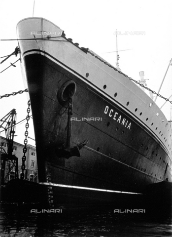 DPD-F-000100-0000 - Close up of the bow of the ship 'Oceania' with its large anchor - Data dello scatto: 1930-1940 ca. - Archivi Alinari, Firenze