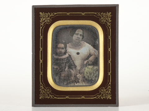 DVQ-F-000104-0000 - Portrait of the wife and daughter of the Bourbon Superintendent of Sulmona - Date of photography: 1845 ca. - Alinari Archives, Florence