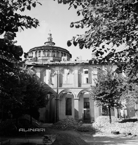 ECA-F-003478-0000 - Bombardment of Milan during the Second World War: the orphanage on Via Corso Magenta 61