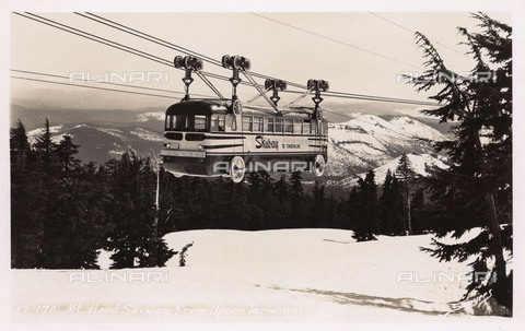EVA-S-001082-4132 - Mount Hood Skiway in Oregon: la funivia collegava Government Camp e Timberline Lodge tra il 1951 e il 1956 - Data dello scatto: 1952 ca. - © Mary Evans / Archivi Alinari, Grenville Collins Postcard Collection