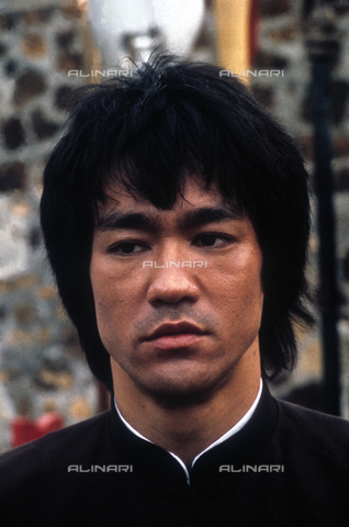 "EVA-S-001097-3295 - L'attore Bruce Lee (1940-1973) in una scena del film ""Enter the Dragon"" (""I 3 dell'Operazione Drago"") del 1973 - Data dello scatto: 1973 - © Mary Evans / Archivi Alinari, Ronald Grant"