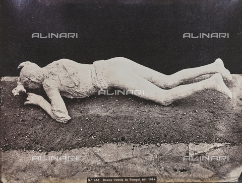 "FBQ-A-006084-0020 - Album ""Pompejj"": Cast of a victim of the eruption of Vesuvius in 79 AD discovered in the ruins of Pompeii in 1875 - Data dello scatto: 1875-1880 - Archivi Alinari, Firenze"