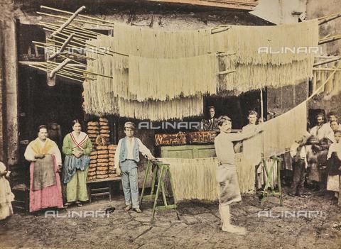 FBQ-A-006118-0002 - Pastiera (macaroni factory) in Palermo - Data dello scatto: 1880 ca. - Archivi Alinari, Firenze