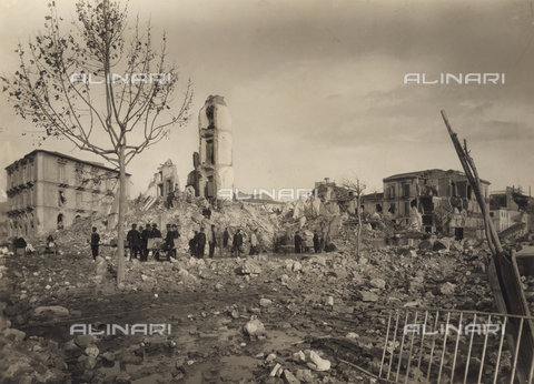 FBQ-A-006140-0011 - Buildings destroyed in Messina after the earthquake of 1908 - Data dello scatto: 1908 - Archivi Alinari, Firenze
