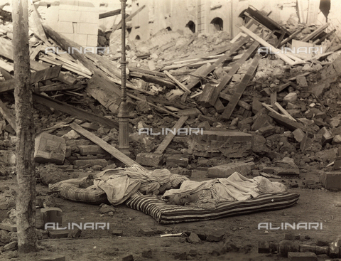 FBQ-A-006140-0015 - Messina earthquake - Data dello scatto: 1908 - Archivi Alinari, Firenze