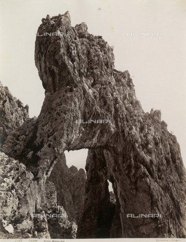 "FBQ-A-006252-0016 - ""Natural arch"", Capri - Data dello scatto: 1880-1890 - Archivi Alinari, Firenze"