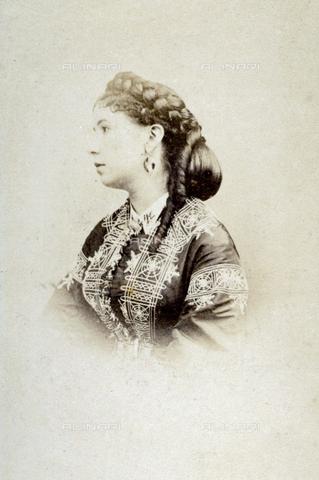 FBQ-A-006270-0196 - Half-length portrait of young woman. She is posing in profile showing an elaborate hairstyle - Data dello scatto: 1860 - 1870 ca. - Archivi Alinari, Firenze