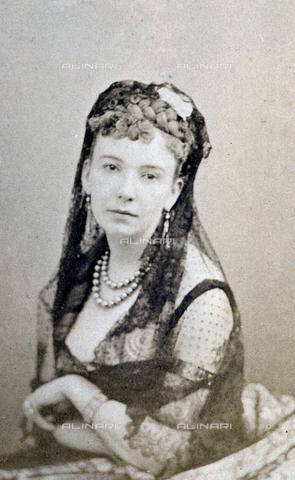 FBQ-A-006270-0201 - Half-length portrait of young woman - Data dello scatto: 1860 -1870 ca. - Archivi Alinari, Firenze