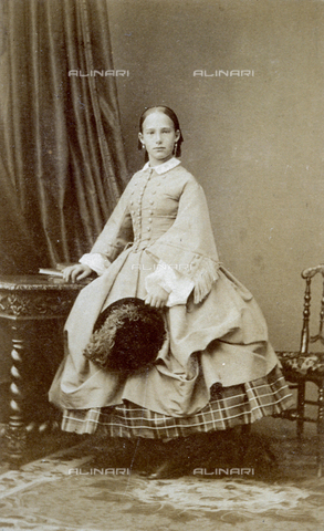 FBQ-A-006270-0317 - Full-length portrait of the adolescent grand duchess Eugenia of Leuchtenberg - Data dello scatto: 1860 -1870 ca. - Archivi Alinari, Firenze