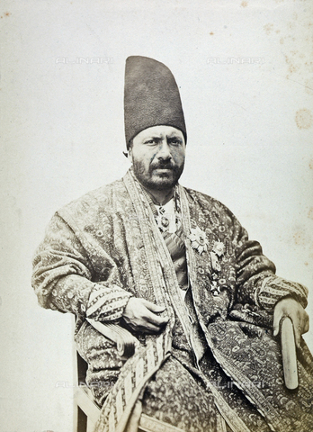 FBQ-A-006327-0001 - A man in traditional clothing. Iran - Data dello scatto: 1860 ca. - Archivi Alinari, Firenze
