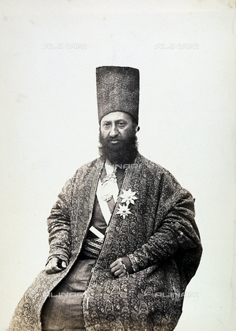 FBQ-A-006327-0003 - A man in traditional clothing. Iran - Data dello scatto: 1860 ca. - Archivi Alinari, Firenze