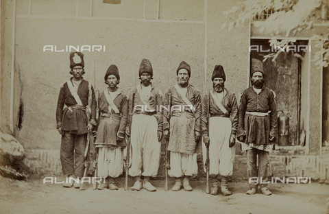 FBQ-A-006327-0005 - A group of soldiers in traditional clothing. Iran - Data dello scatto: 1860 ca. - Archivi Alinari, Firenze