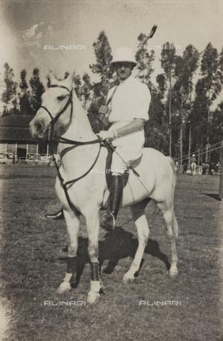 FBQ-A-006620-0074 - Album del Marchese Giuseppe Colli di Felizzano - Etiopia/Argentina : ritratto a cavallo durante una partita a polo, Addis Abeba