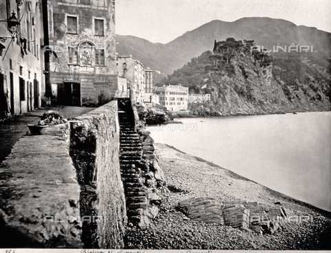 FBQ-F-000368-0000 - Charming view of Camogli in Liguria. In the foreground stone steps leading to the beach. In the background brief stretch of coast - Data dello scatto: 1870 -1880 - Archivi Alinari, Firenze