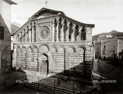 FBQ-F-000371-0000 - Facade of the Cathedral of Carrara. On the right of the building is a small square with a fountaint - Data dello scatto: 1870 -1880 - Archivi Alinari, Firenze