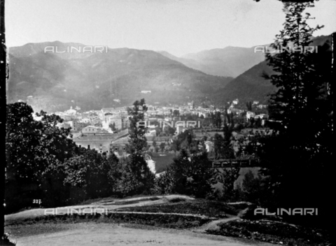 FBQ-F-000372-0000 - Panorama of Carrara at the foot of the Apuan Alps - Data dello scatto: 1870 -1880 - Archivi Alinari, Firenze