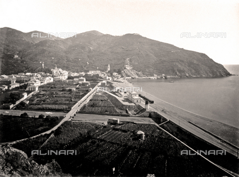 FBQ-F-000422-0000 - Panorama of Levanto. In the foreground, cultivated fields with a canal and a stretch of beach. In the background, the hills with rich vegetation - Data dello scatto: 1870 -1880 - Archivi Alinari, Firenze
