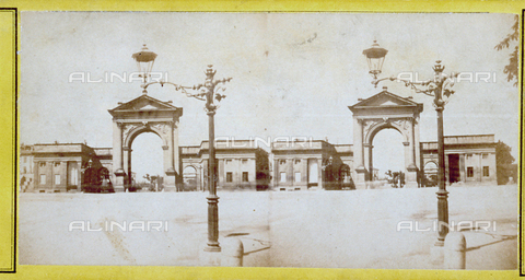 FBQ-F-000456-0000 - The arches of Porta Nuova, in Milan, seen from a distance. In the foreground on the right, a street lamp - Data dello scatto: 1855 -1865 ca. - Archivi Alinari, Firenze