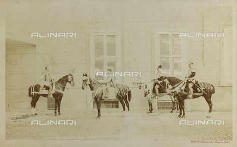FBQ-F-001121-0000 - Ritratto, a cavallo, di Vittorio Emanuele III di Savoia adolescente e di tre nobiluomini. Gli effigiati indossano sfarzosi costumi di foggia cinquecentesca - Data dello scatto: 1883 - Raccolte Museali Fratelli Alinari (RMFA), Firenze