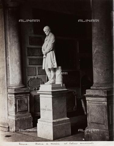 FBQ-F-001144-0000 - Veduta del monumento a Giuseppe Mazzini, nell'atrio del Palazzo Municipale a Genova - Data dello scatto: 1880- 1890 - Raccolte Museali Fratelli Alinari (RMFA), Firenze